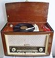 Philips Röhrenradio (1957).JPG