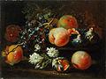 Pietro Navarra - Tihožitje z breskvami, grozdjem, figami in cvetjem.jpg