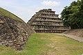 Pirámide de los Nichos El Tajín.JPG