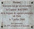 Plaque à l'angle des rues Watt et du Chevaleret, Paris XIIIe en hommage au Caporal Baudry (sapeur pompier).jpg