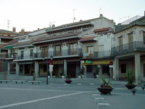 Plaza Mayor de El Molar.jpg
