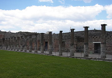 Pompeii gladiator barracks 5.jpg