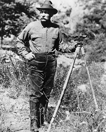 William Mulholland with a surveyor's scope, ca.1908-1913 Portrait of William Mulholland with a surveyor's scope on a tripod, ca.1908-1913 (CHS-14459).jpg