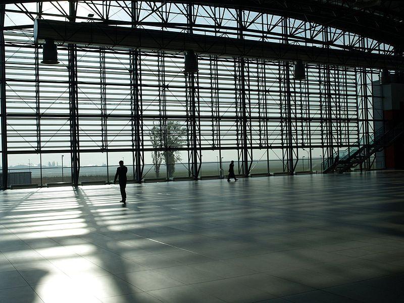 File:Prague Airport (window from interior).jpg