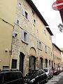 Prato, via tinaia, edificio con resti medievali 3.JPG