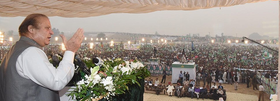 Prime Minister Nawaz Sharif addressing huge gathering in Sangla Hill, Pakistan.jpg