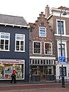 foto van Pand met trapgevel, versiering met natuurstenen blokken, gevelsteen met davidster