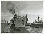 RMS CARONIA berthing at Woloomooloo, Sydney Harbour (7841698776).jpg