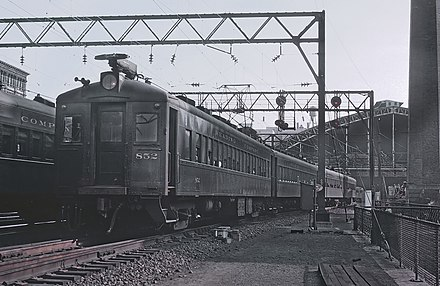 A Reading electric at Reading Terminal, Philadelphia in September 1964 Reading 852, Philadelphia in September 1964 (22420351256).jpg
