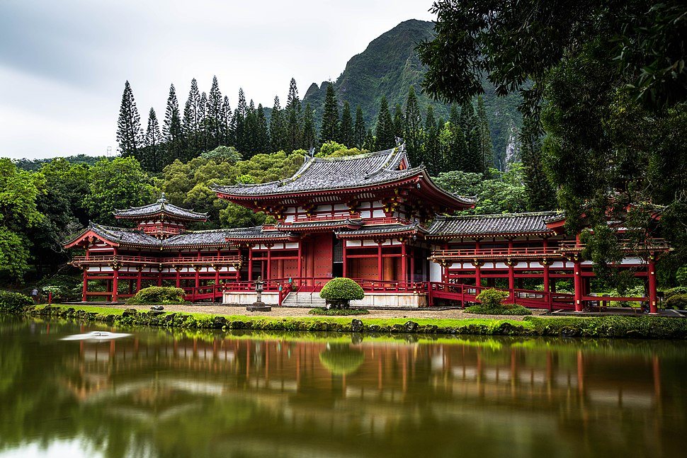 Red Japanese temple (Unsplash)