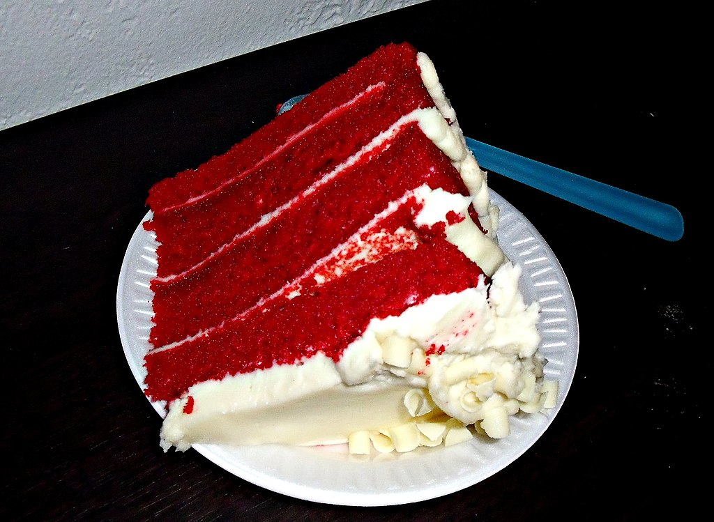 English: Photograph of a slice of a 4-layer red velvet cake with cream ...