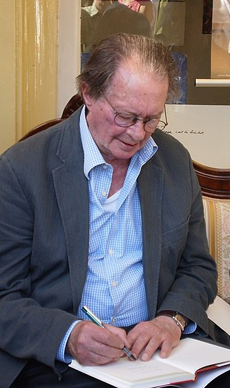 Remco Campert - Campert signing a book at a poetry event celebrating his 80th birthday