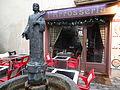 Restaurant l'Arrosseria i font escultòrica (Andorra la Vella).JPG