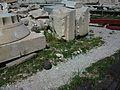 Restes als peus del Partenó Acròpoli d'Atenes.JPG