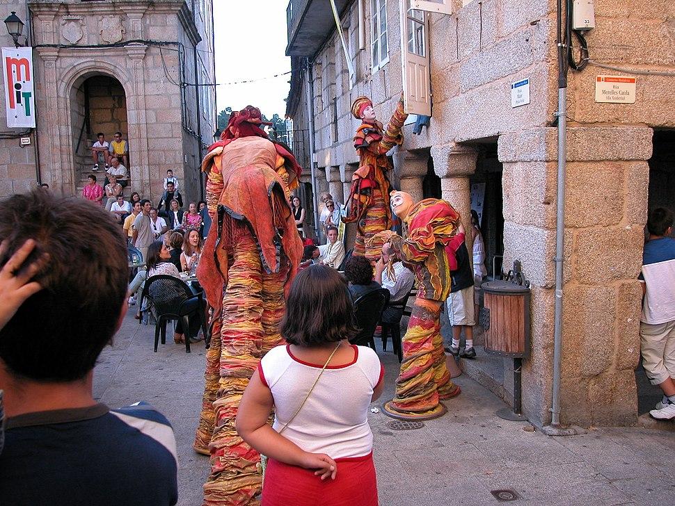 Ribadavia.Mostra Internacional de Teatro 2003.Teatro infantil na rúa. Praza Maior
