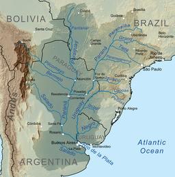 Mapo de Baseno de Plata-rivero, montranta riveron Plata apud kunfluejo de riveroj Parano kaj Urugvajo, proksime de Bonaero.