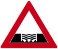River-bend crossing road sign - Kenya.png