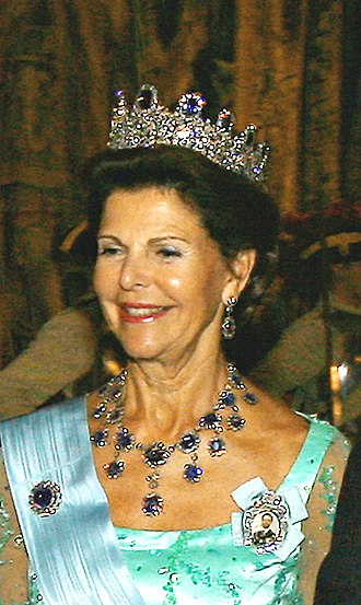 Royal family order - Image: Sílvia da Suécia (meio corpo) 2