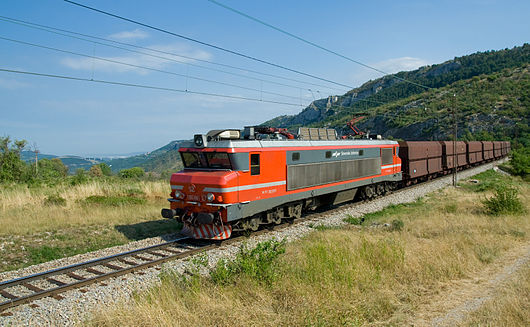 SŽ class 363 between Črnotiče and Hrastovlje.jpg