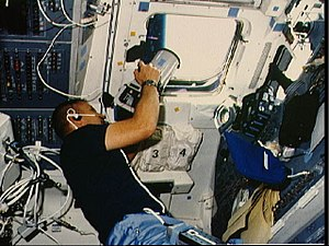 STS-51-B Overmyer aims camera.jpg