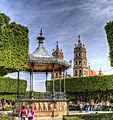 Salvatierra jardin y Parroquia de Nuestra Señora de la Luz.jpg