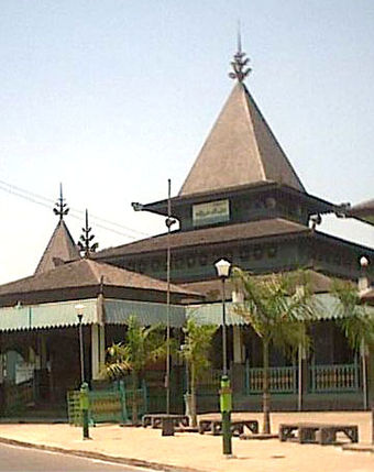 Sultan Suriansyah Mosque is the oldest mosque in Banjarmasin and the whole South Kalimantan Samping Masjid Suriansyah.jpg