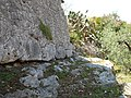 Santuario di Monte Sant'Angelo. Le Mura - Basamento mura in opera poligonale + op. incerta (part.).JPG