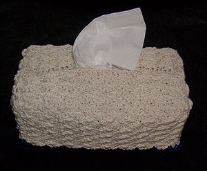Facial tissue box cover. Crocheted cotton. Ori...