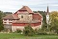 Schloss Hagenwil (Westseite) und der Turm von St. Johannes Baptist.jpg
