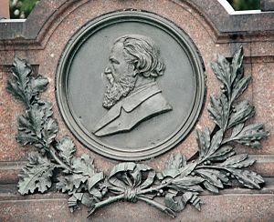 Louis Victor Robert Schwartzkopff - Medaillon on the Schwartzkopff grave memorial, Dorotheenstadt cemetery, Berlin