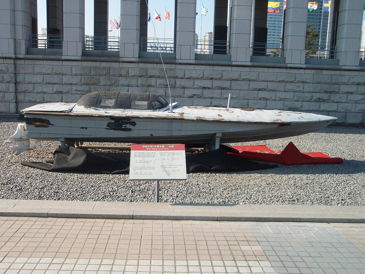 1280px-Semi-submarine_DPRK_1983.JPG
