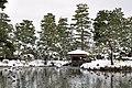Shimzu-en, pond and tea house, in 2010-01-16.jpg