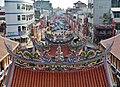 Singang Fongtien Temple Dachlandschaft 10.jpg