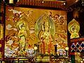 Singapore Buddha Tooth Relic Temple Innen Vordere Gebetshalle 18.jpg