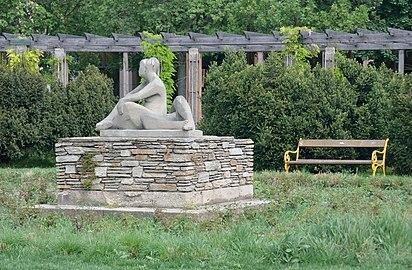 Sitzende und Liegender 01 by Hilde Uray.jpg