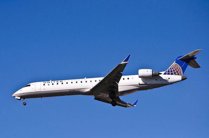 File:SkyWest for United Express - N745SK (8216103318).jpg