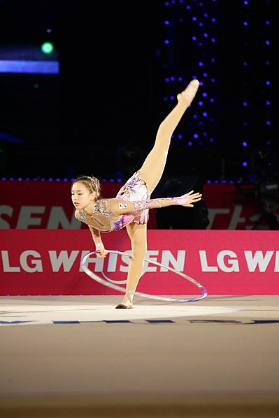 File:Son Yeon-jae at LG WHISEN Rhythmic All Stars 2013 (1).jpg