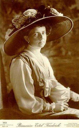 Duchess Sophia Charlotte of Oldenburg - A photograph of Sophia Charlotte, 1913.