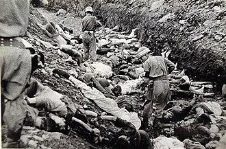 Bodo League massacre - Image: South Korean soldiers walk among dead political prisoners, Taejon, South Korea