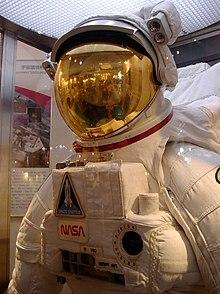 2005年1月に開催された神戸テクノフェアでの展示. 宇宙服(