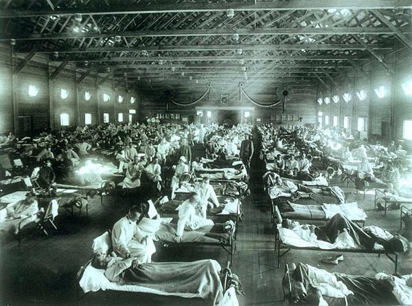 スペイン風邪の患者でごった返すアメリカ軍の野戦病院(アメリカ合衆国・カンザス州)