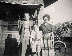 St. Mary's School, Nairobi - An early student of the school with his parents in 1949.