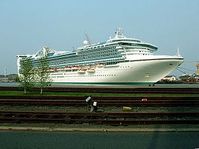 Star Princess repairs Bremerhaven 2006 2.jpg