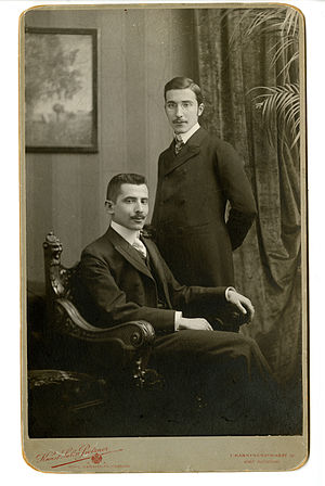 Stefan Zweig - Stefan Zweig (standing) in Vienna with his brother Alfred, circa 1900