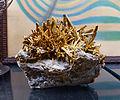 Stibine recouverte de stibiconite (Sienne)-Musée de minéralogie de Strasbourg.jpg