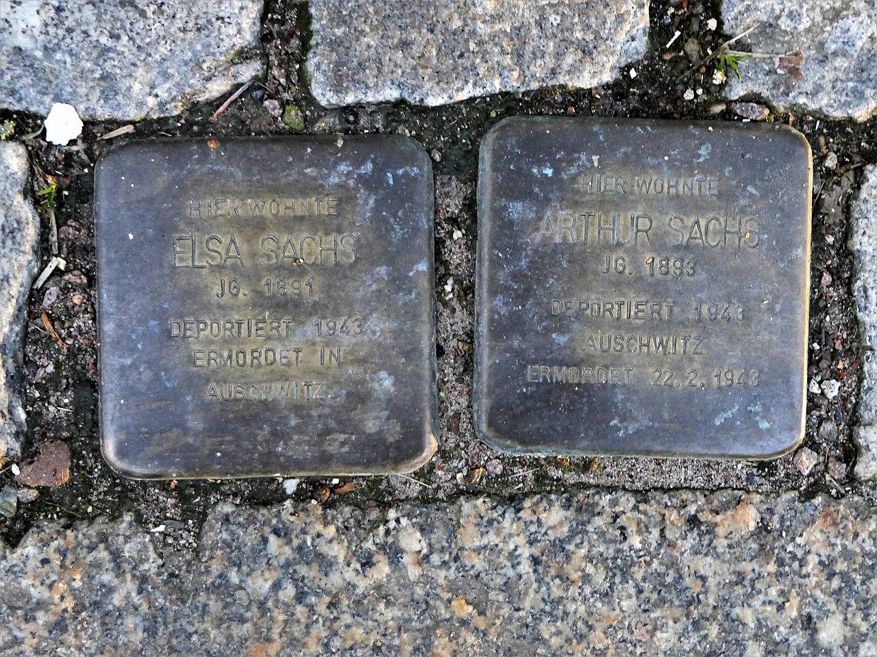 Stolpersteine für Familie Sachs, Dresdener Strasse 17, Roßwein.JPG
