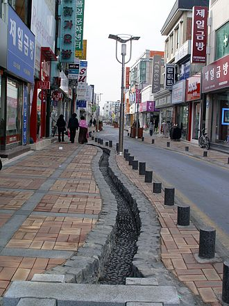 Jeongeup - Image: Street in central Jeongeup 2009 02 04