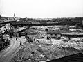 Töölön tavara-asema, etualalla entinen Kaasutehtaan tontti nykyisen Postitalon paikalla. - N51281 (hkm.HKMS000005-km0024em).jpg