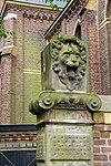 foto van Natuurstenen hekpalen met renaissance-ornament