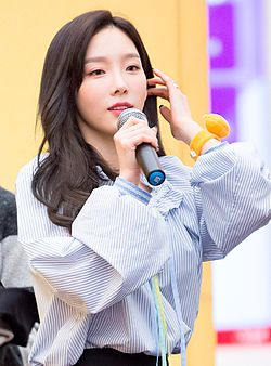 Taeyeon at fansigning in March 2017 04.jpg